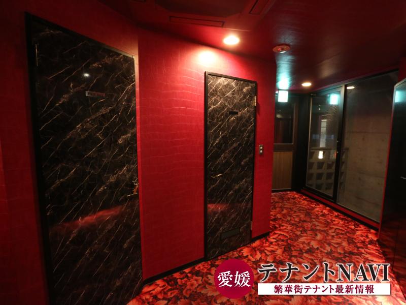 【南側】スタッフルーム・洗面&トイレ入り口